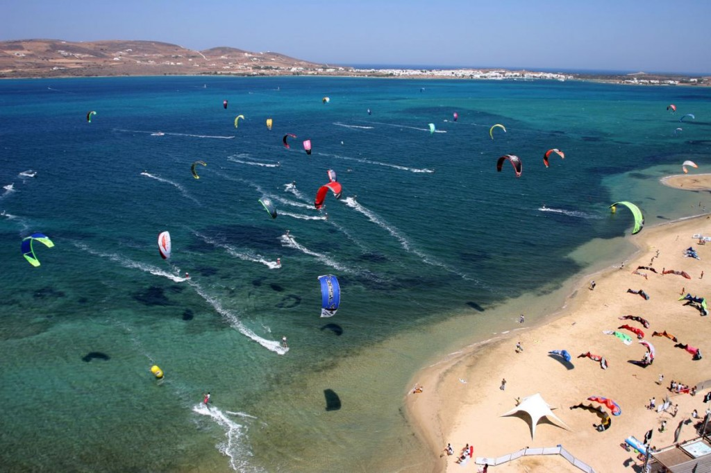 kitesurfing-during-your-catamaran-trip-in-the-cyclades-en
